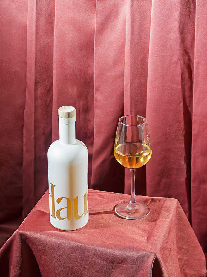 """Haus - Do you drink apéritif? Do you also hate hangovers? If you answered """"yes!"""" to either of those questions, let us introduce you to Haus. Founded by husband and wife duo Helena Price Hambrecht and Woody Hambrecht in 2019 with the goal of """"more hangouts and less hangovers"""" and Haus certainly delivers. Boasting 80% less sugar, natural ingredients, and the option to be mixed or served alone it seems like the answer to all of our Saturday night in prayers. Citrus Flower is one of the Haus aperitifs made with lemon and elderflower, but also invokes the tastes of grapefruit, hibiscus, and cinnamon with fruity, tropical notes and a subtly spicy aftertaste courtesy of cinnamon. With holiday packaging by Brooklyn illustrator Jing Wei, a minimalist bottle design that sparks all the joy, and a $35 price tag there's no reason not to embrace the season of giving (Haus)!// drink.haus"""